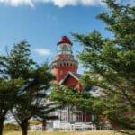 det røde fyrtårn set fra sti