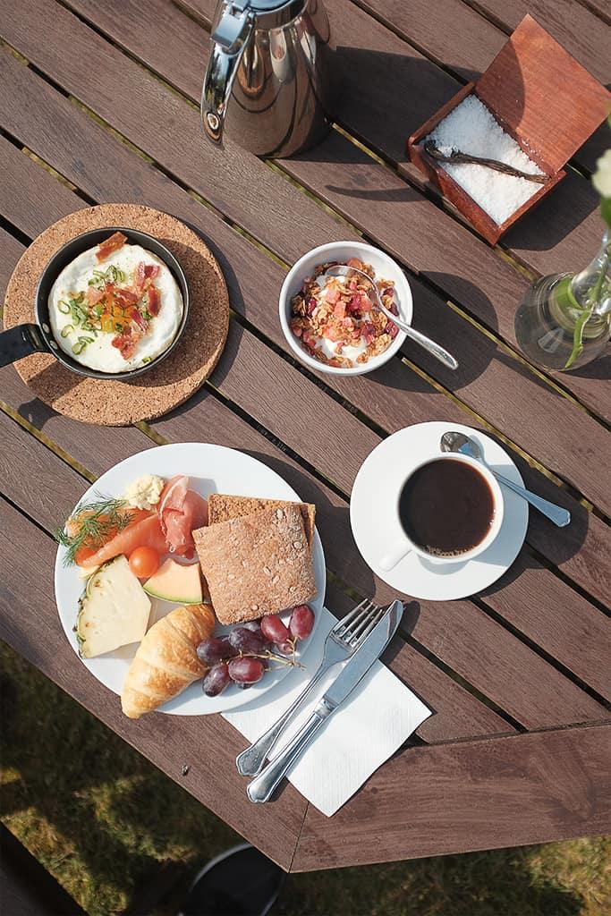 morgenmad i gårdhave